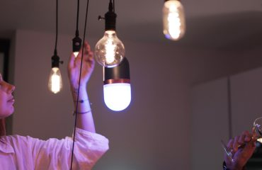 lucis-wireless-portable-lights-full-color-twist-3.0-outside-amsterdam-night-colors-hangingup-bulb-lamps